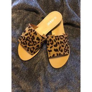 Anna Leopard Slides